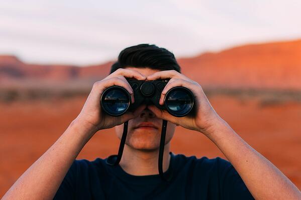 Qu'est-ce que l'auto-découverte des comptes à privilèges ?